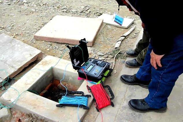 pozos a tierra, tierra, pozos, construcción, base, resistencia, equipos, cemento, para, eléctrico, puesta